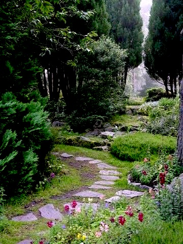 findhorn garden path
