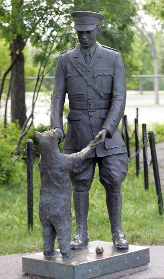 pooh-statue