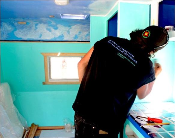 jody-painting-turquise-trailer