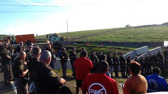 officers_morning_prayers-courtesy_no_dakota_access_pipeline
