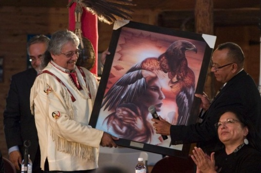 receiving-painting-from-AMC-grand-chief-Ron-Evans